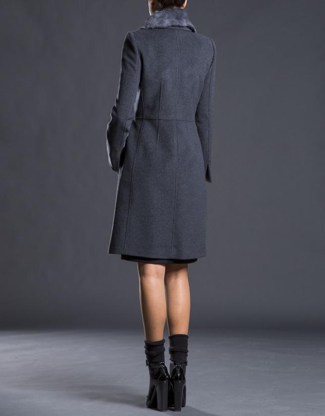 Abrigo gris cuelllo pelo
