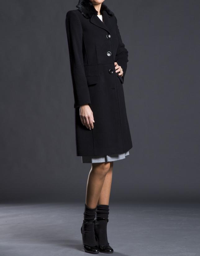 Manteau noir, col en poil de lapin