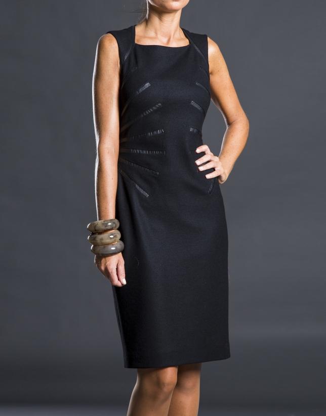Vestido negro aplicaciones fantasía