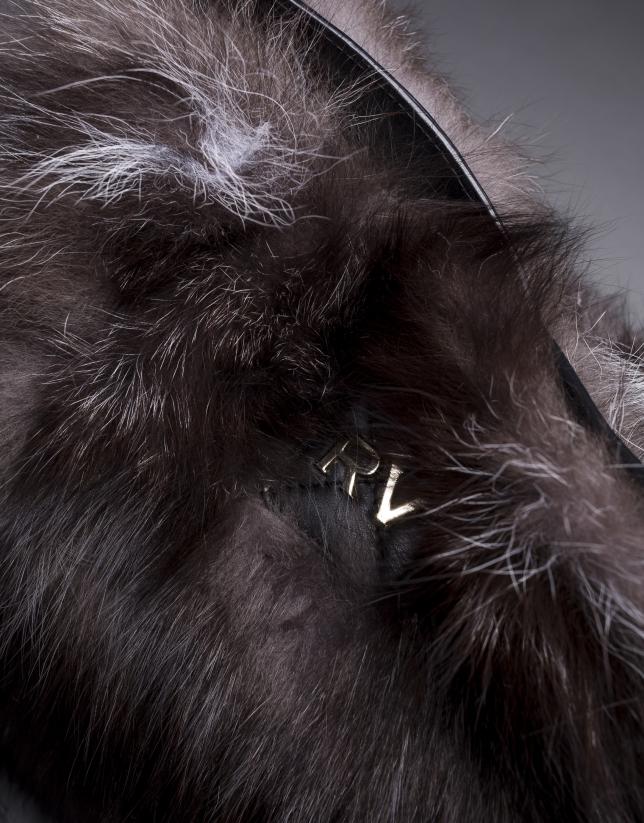 Bolso Erika Fox en napa negra y  pelo de zorro en marrones
