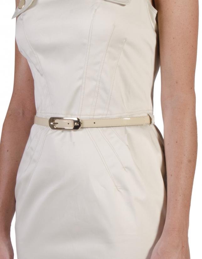 Vestido beige entallado cinturón