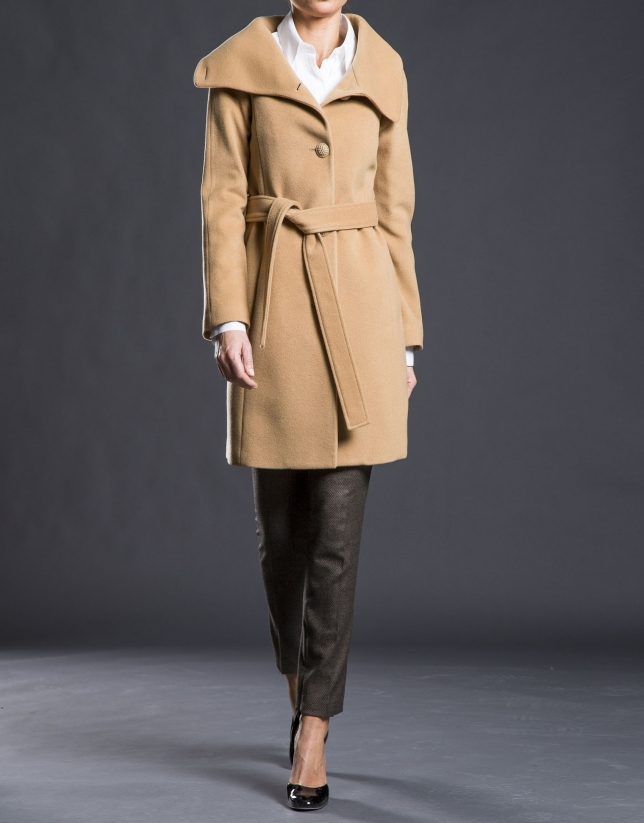 Camel overcoat with fur collar