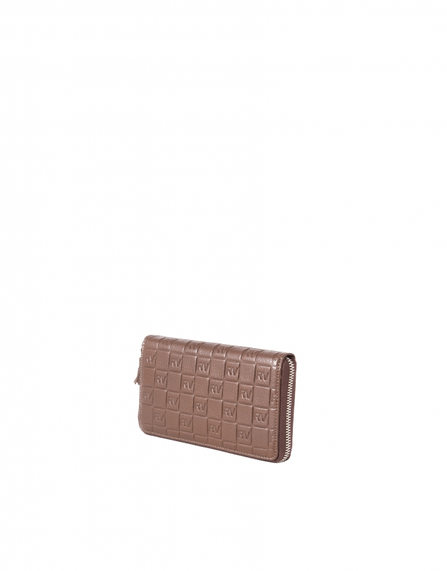 Tobacco leather wallet.