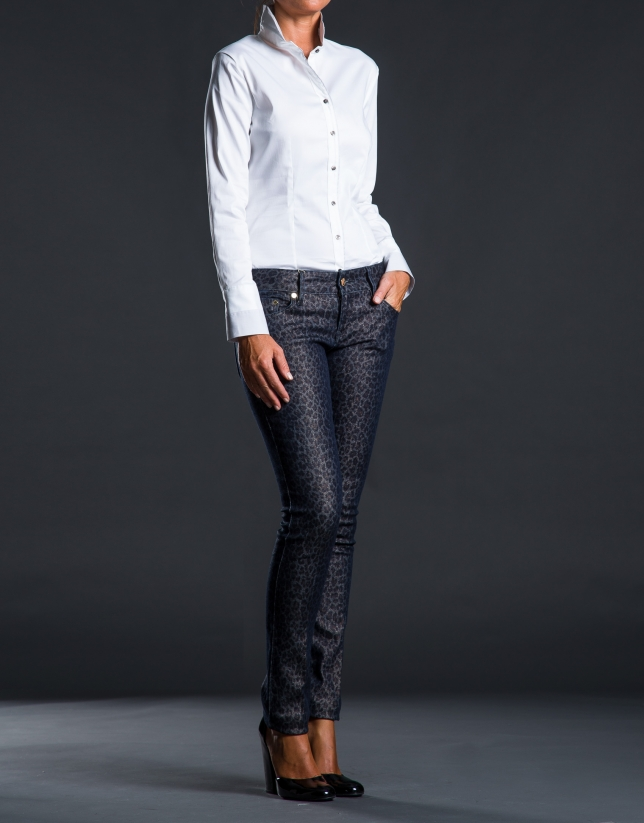 Camisa blanca cuello chimenea