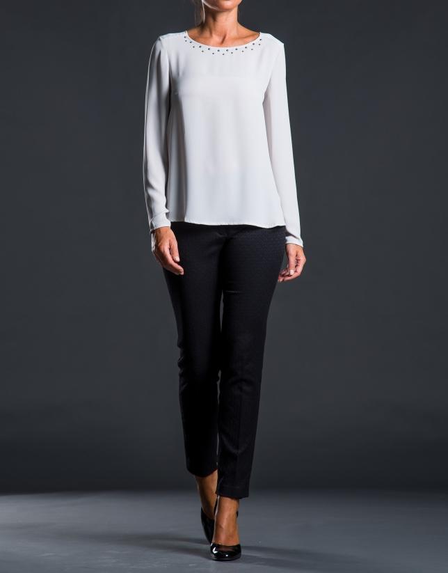 Blusa gris escote caja