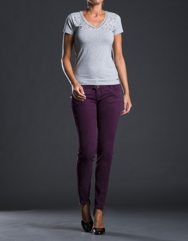 Gray beige V-neck, beaded t-shirt
