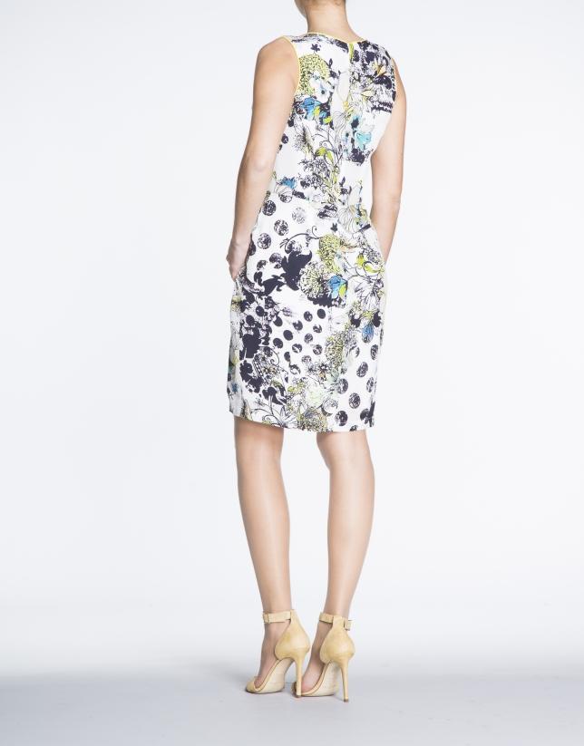 Vestido de seda estampado floral.