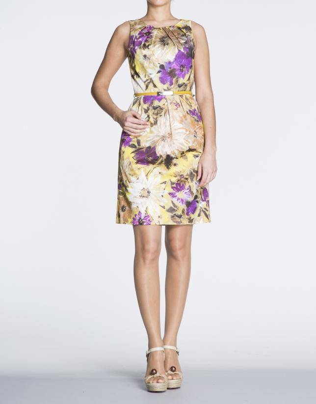 Vestido de sisas con pliegues estampado floral.