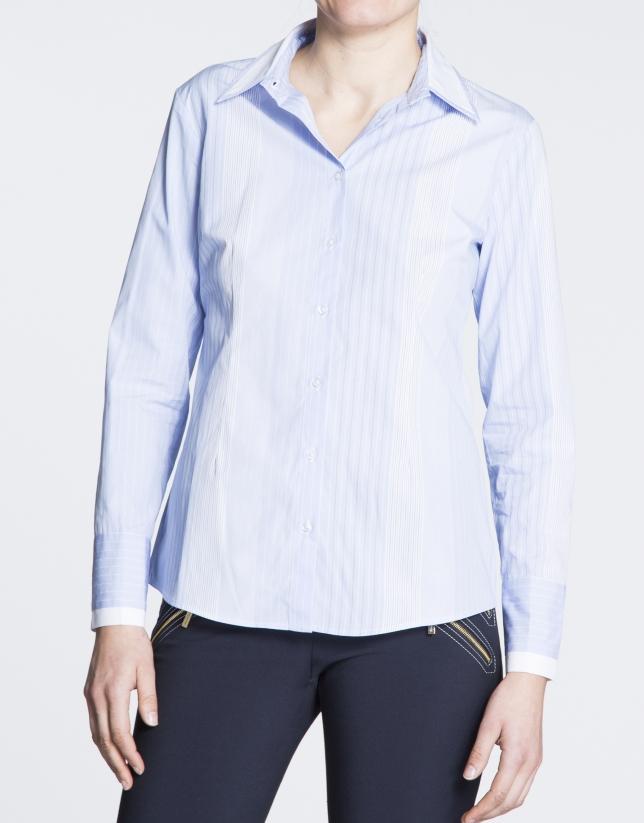 Camisa de algodón manga larga de listas azul y blanco.