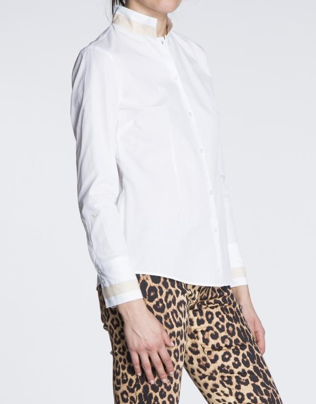 Camisa blanca de algodón cuello Mao.