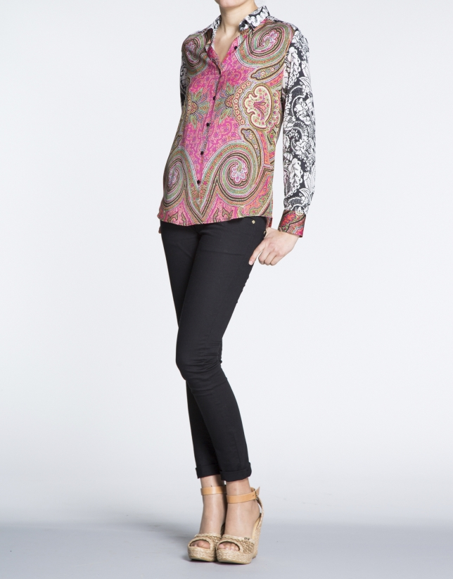 Camisa manga larga estampado geométrico y floral.