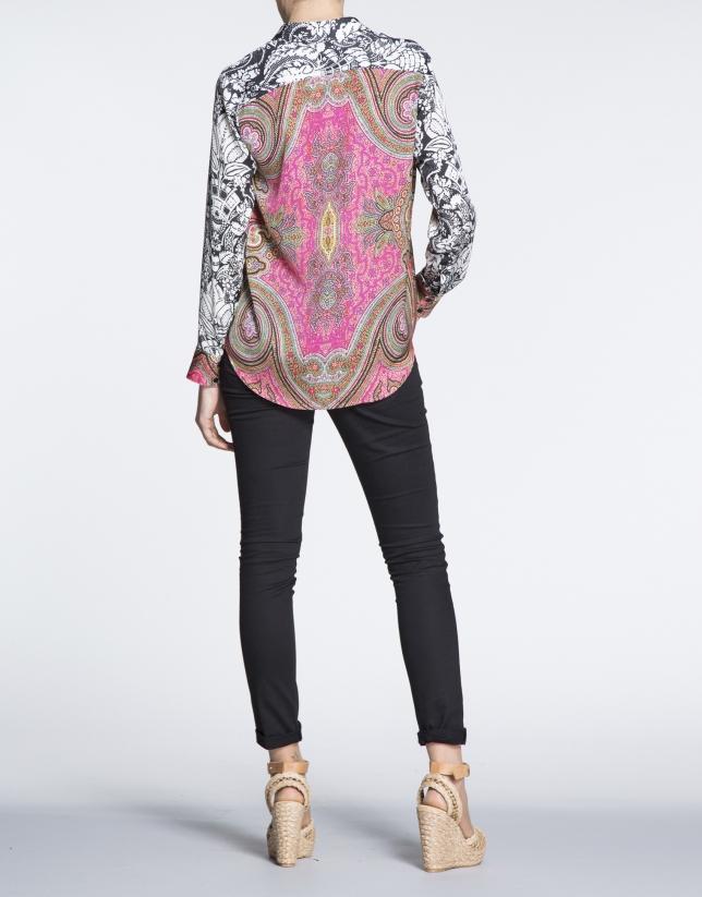 Chemise à manches longues, motif géométrique et floral.