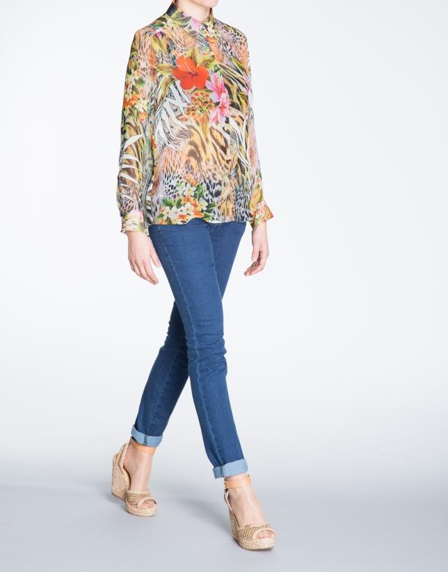 Camisa manga larga estampado floral.