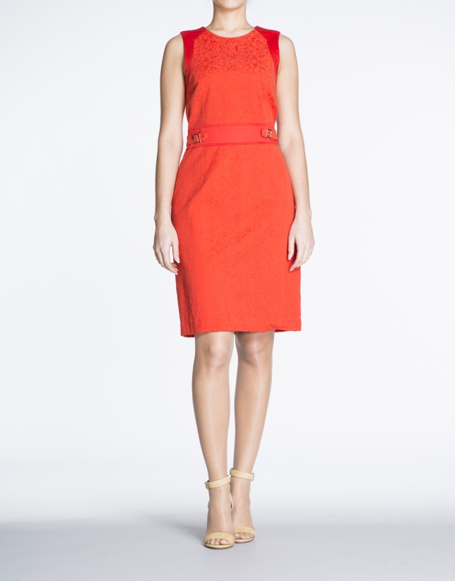 Fitted red dress with appliqué at waist