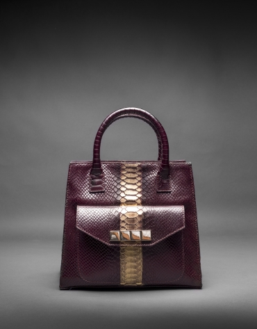 Burgundy leather Rocío Andrómeda bag with embossed snake and  old gold stripe