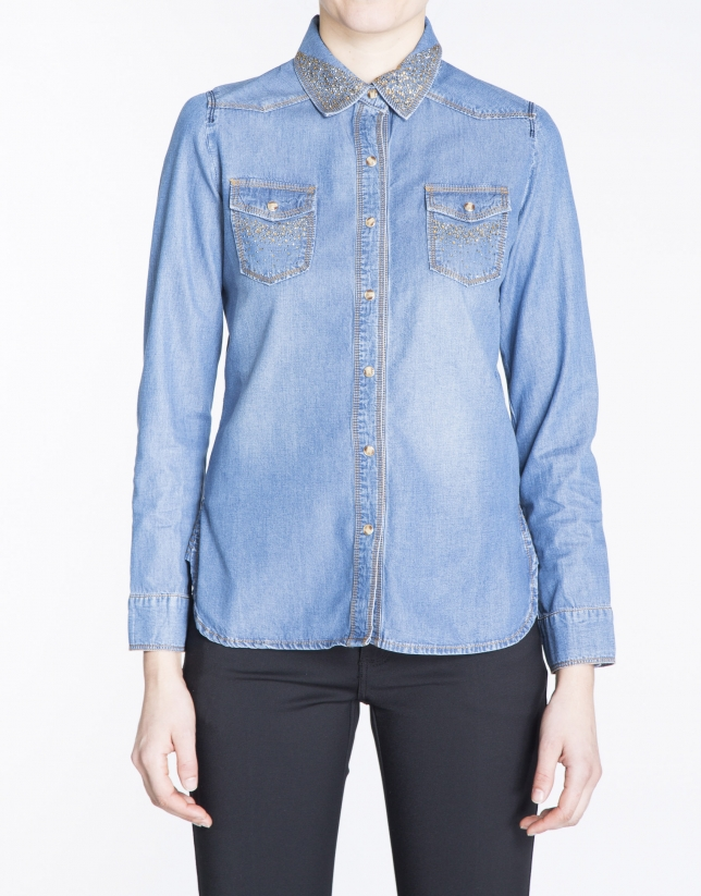 Camisa manga larga denim con strass.