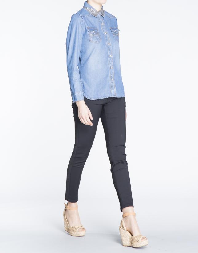 Chemise à manches longues, en denim , avec strass.