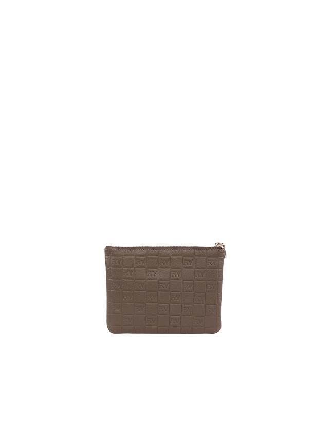 Nécessaire de toilette en cuir vachette, couleur tabac, gravé RV
