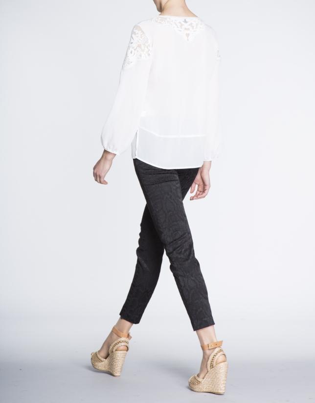 Ivory embroidered long bombacho sleeve blouse
