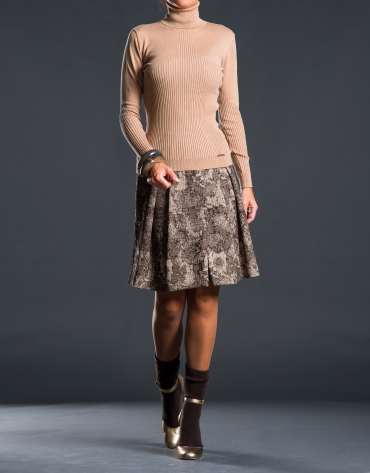 Fine knit beige sweater