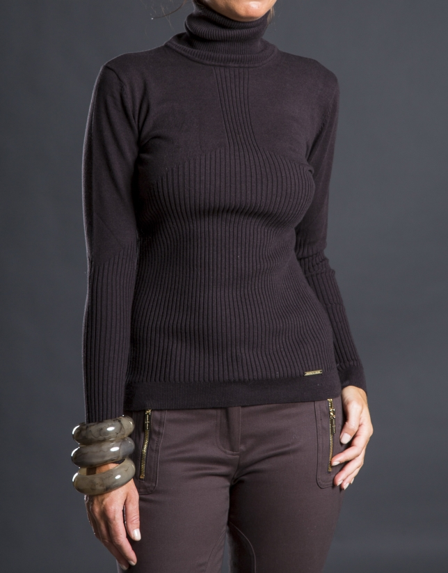 Fine knit brown sweater