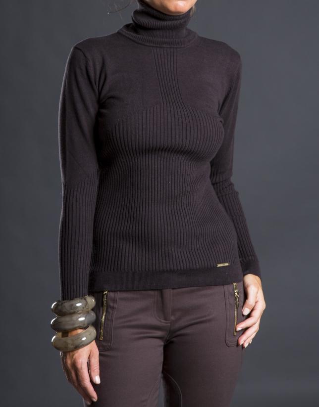 Fine knit brown sweater