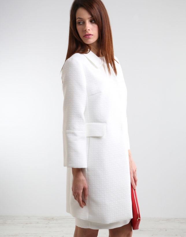 Short off-white coat