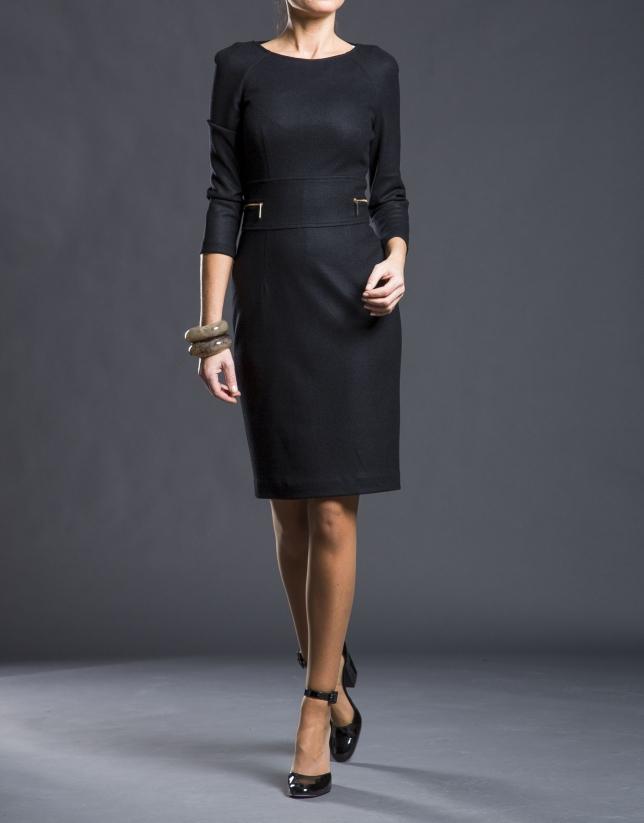 Vestido negro punto entallado