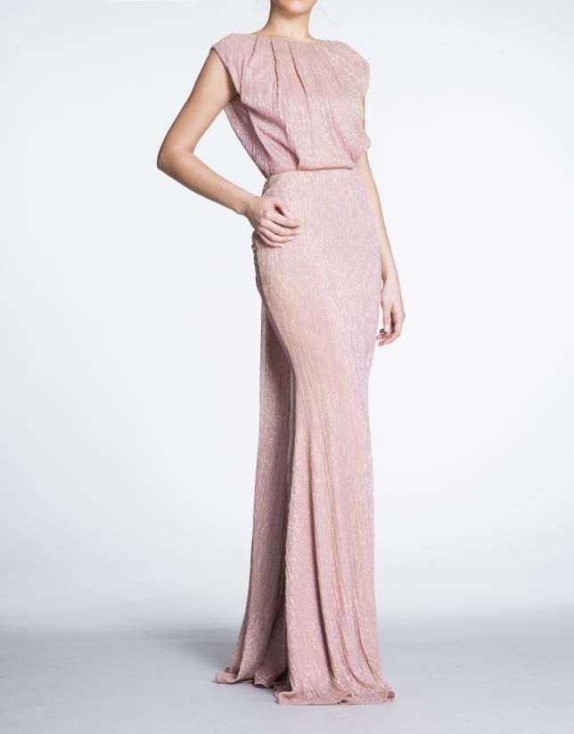 Robe longue de soirée en tisu brillant rose.