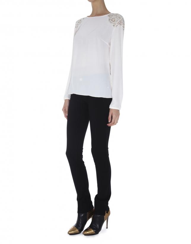 Blusa gasa  blanco roto encaje en hombros