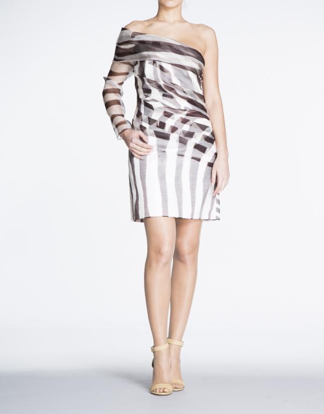 Robe asymétrique, une manche avec imprimé animal.