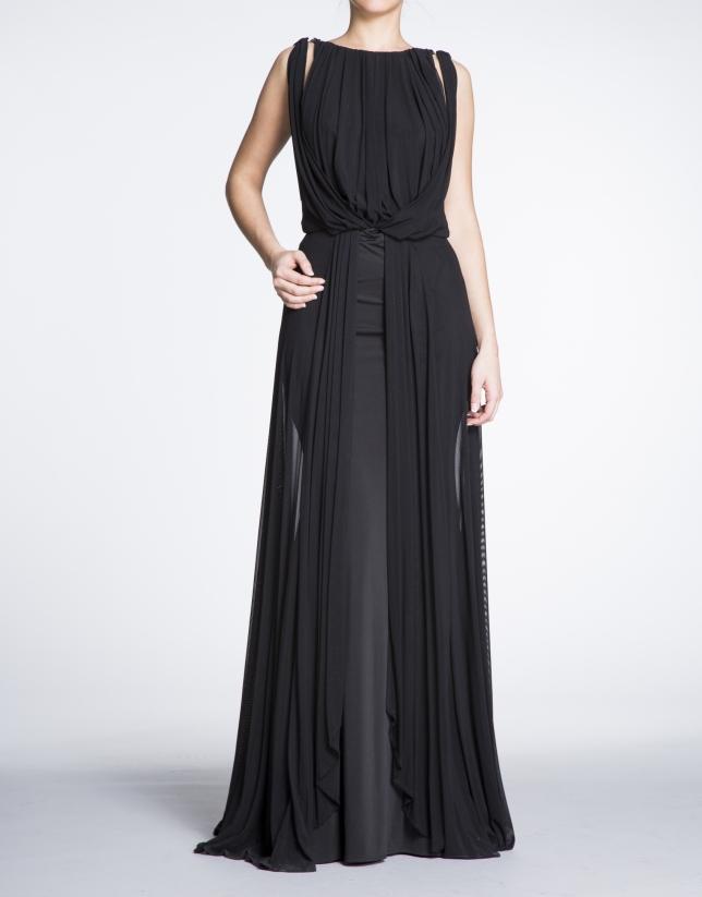 Robe longue de soirée noire, drapée sur le devant.