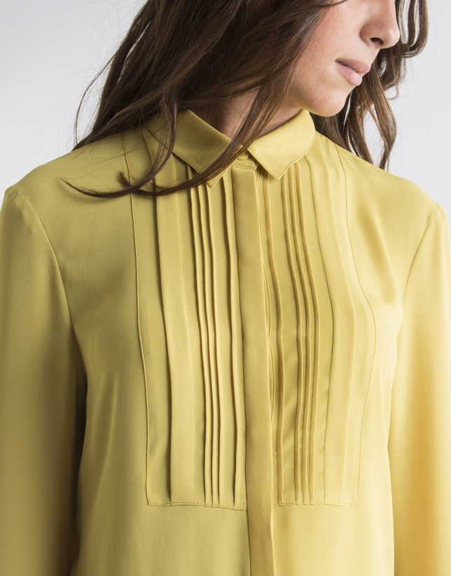 Chemise jaune à plis
