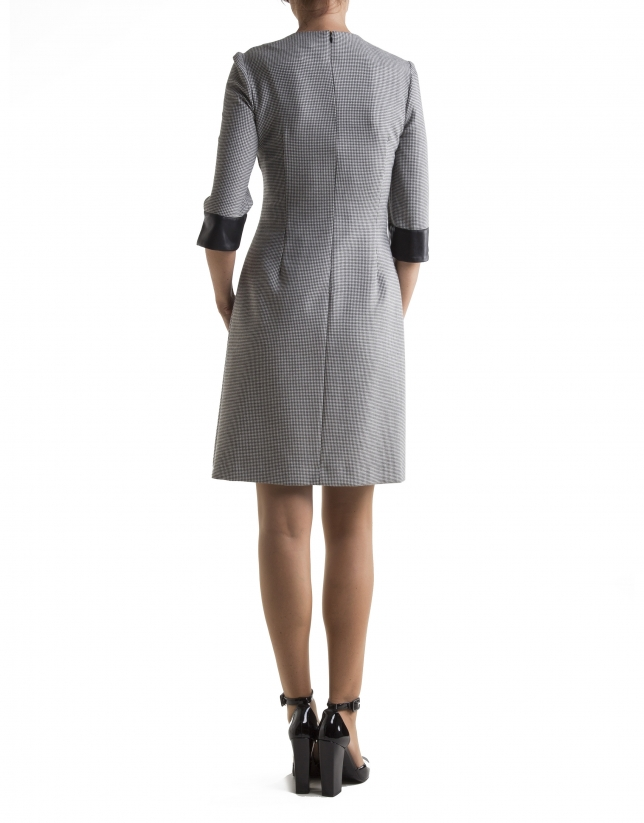 Vestido manga tres cuartos pata de gallo gris