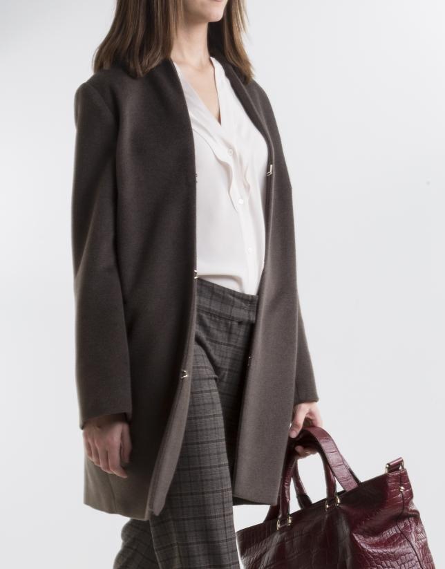Manteau couleur marron foncé