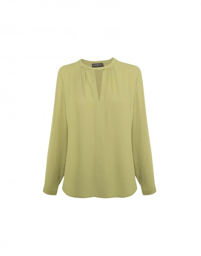 Blusa cuello pico verde oliva
