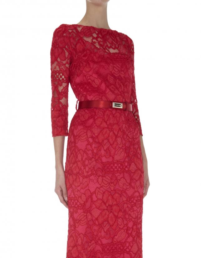 Robe rouge longue droite à dentelle