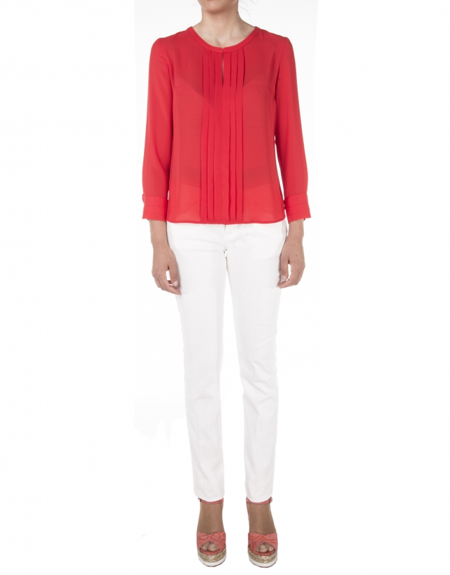 Red t-shirt with pin tucks