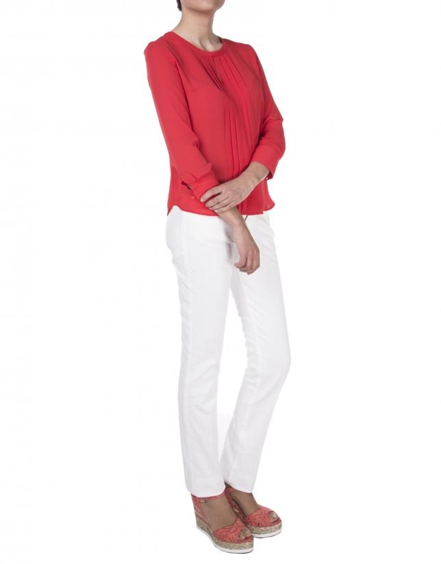 Chemise rouge à plis