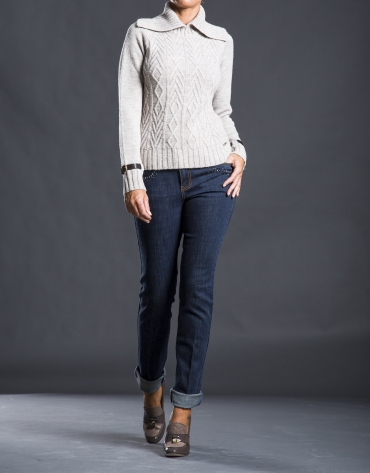 Beige rhombi knit sweater