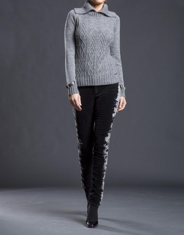 Gray rhombi knit sweater