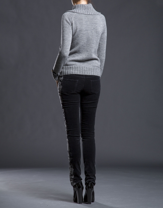 Gray rhombi knit sweater