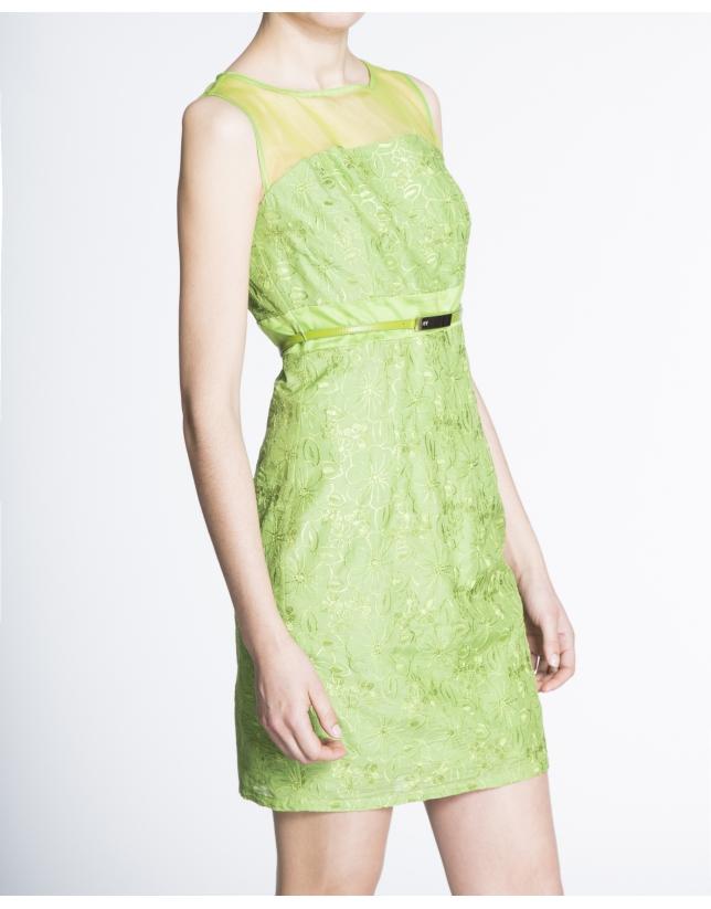 Vestido recto sisas brocado verde.