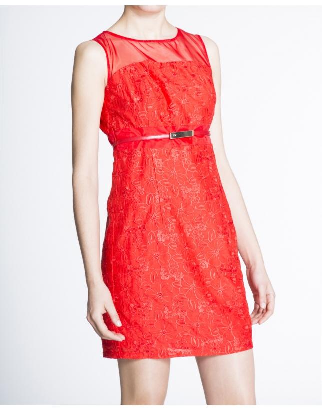 Vestido recto sisas brocado rojo geranio.