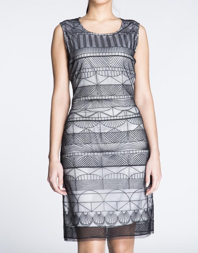 Robe droite à bretelles, tissu transparent géométrique.