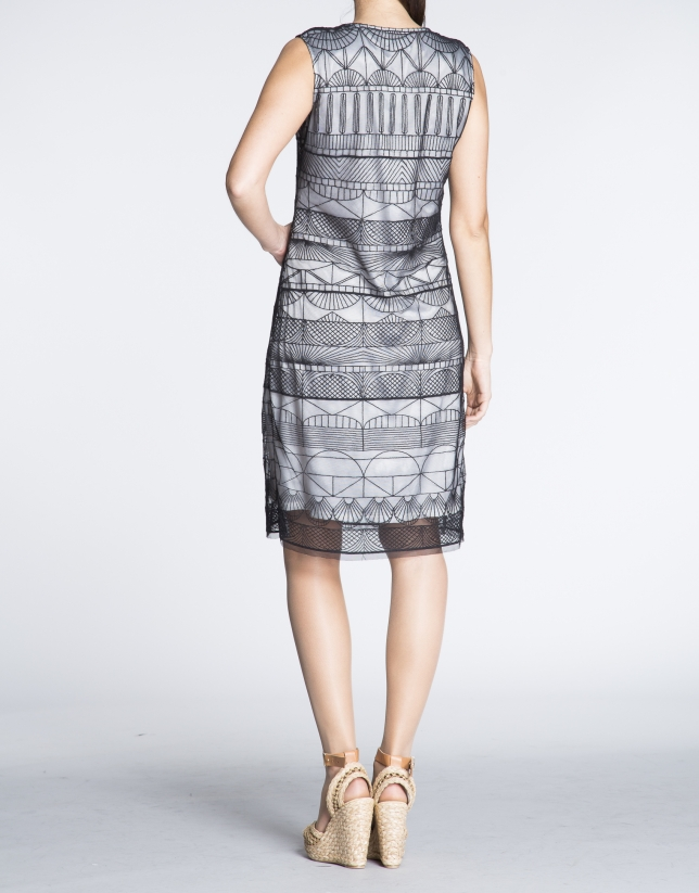 Vestido recto sisas tejido transparente geométrico.