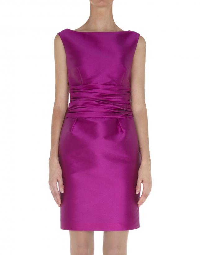 Robe rose, taille drapée