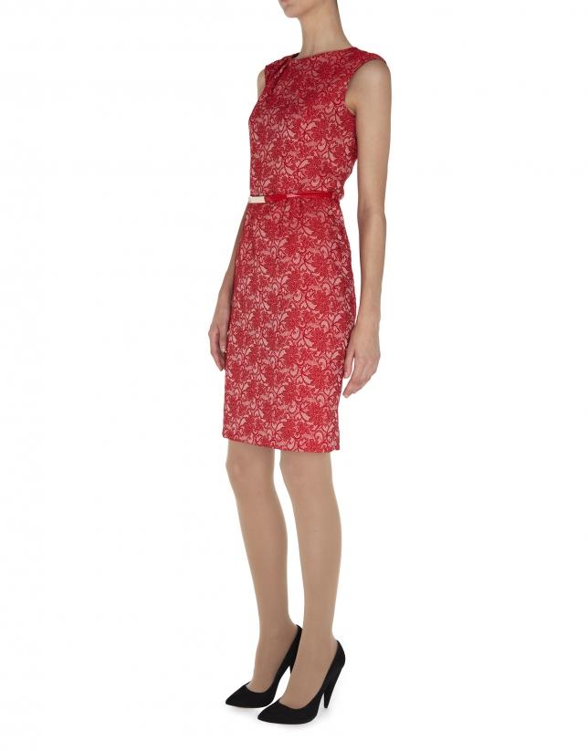 Vestido recto sin mangas con pliegue en cuello tejido cloqué flores rojo