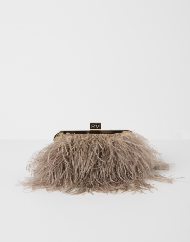Clutch with feathers