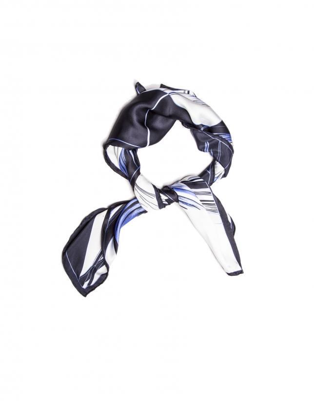 Foulard bleu à fleurs
